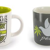 Koffiemok met cannabis thema