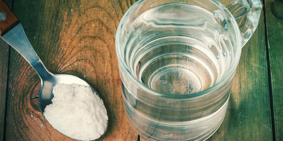 Gorgel Met Zout Water