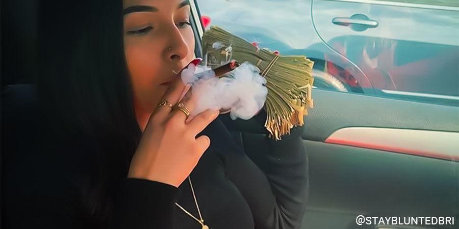 Top Vrouwelijke Cannabis-Influencers Op Instagram: @staybluntbri