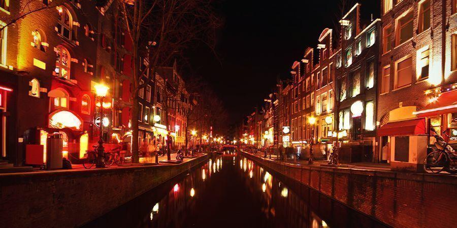 Smoke Spots In Amsterdam: De Wallen