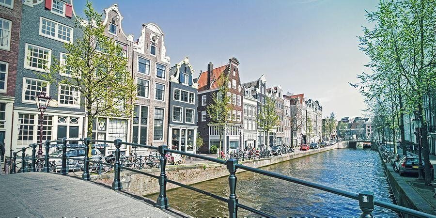Smoke Spots In Amsterdam: Aan De Amsterdamse Grachten