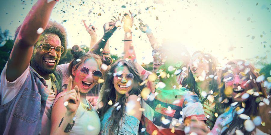 Bezoek Een Van De Vele Festivals
