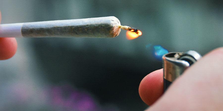 Verontreinigde wiet herkennen: let goed op bij het aansteken van een joint, pijp of bong