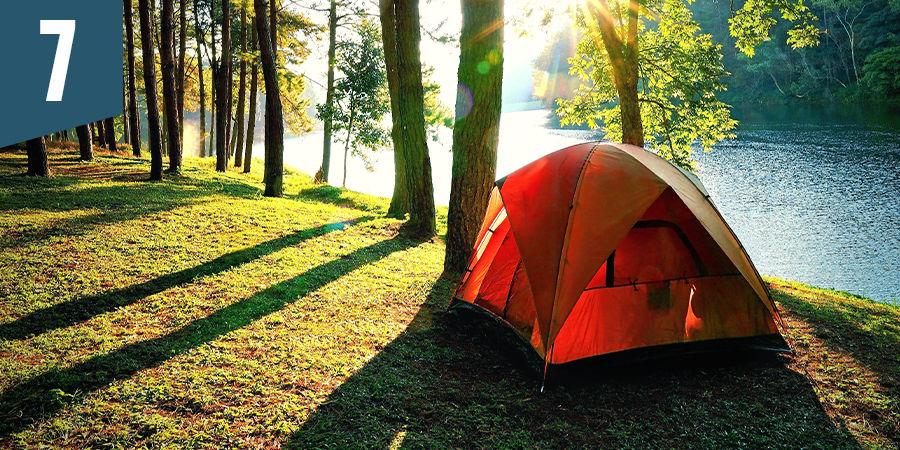 Ga in het bos kamperen