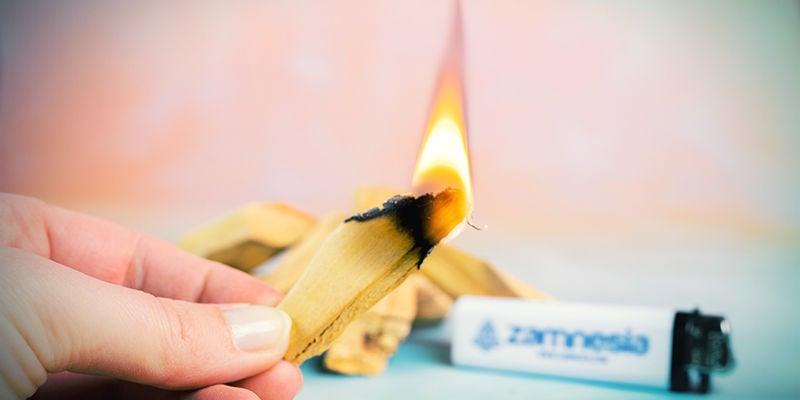 Hoe brand je Palo santo stokjes?