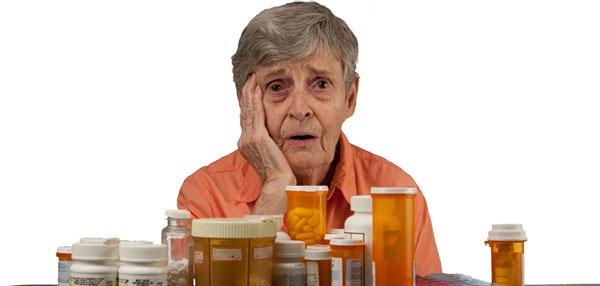 Oude vrouw met medicijnen