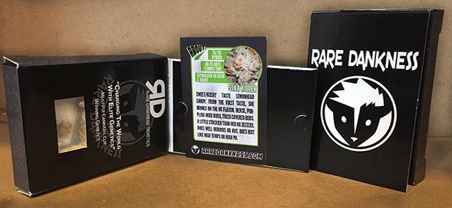 De binnenkant van de verpakking Rare dankness