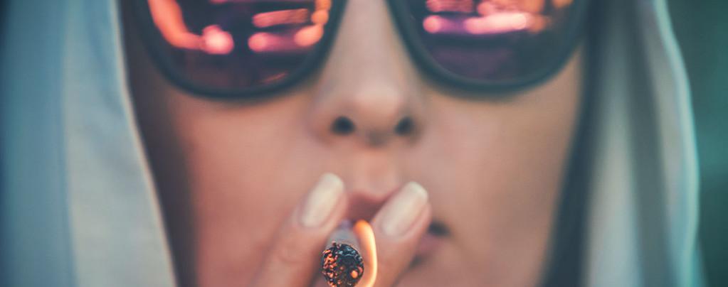 Verhullen dat je stoned bent