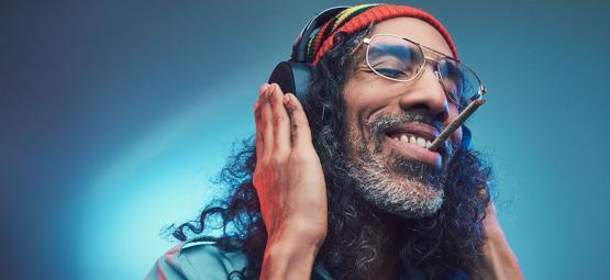 Waarom Muziek Beter Klinkt Als je High Bent