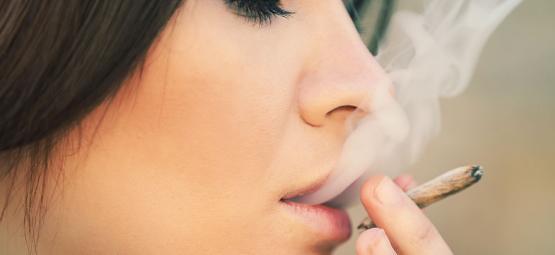 Waarom Vrouwen Cannabis Zouden Moeten Roken