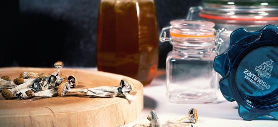 Blue Honey: Hallucinogene honing met magische paddestoelen