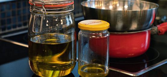 Het maken van massageolie met cannabis